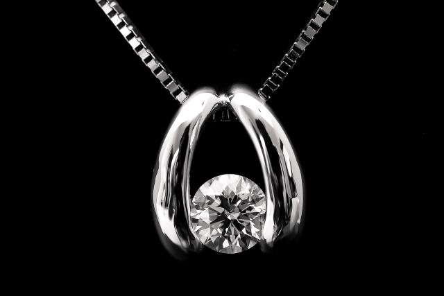 ダイヤのペンダント
